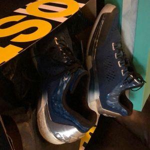Adidas 2015 Crazylight Boosts